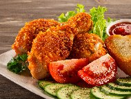 Рецепта Панирани пилешки бутчета в прясно мляко, брашно, яйца и галета или корнфлейкс